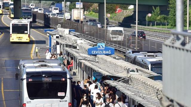 Toplu taşımalardaki yoğunluğu azaltmak için kademeli mesai önerisi