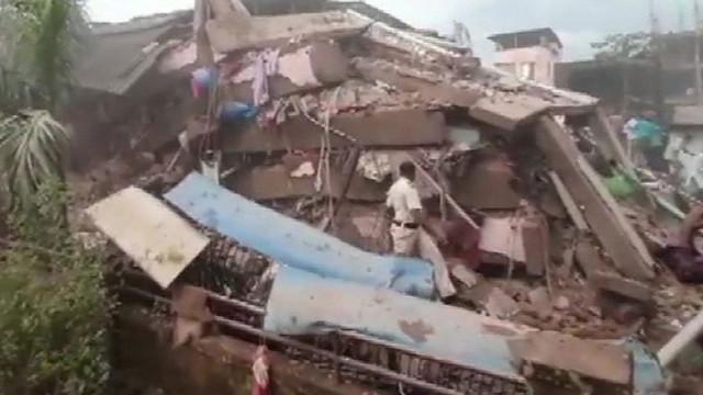 Hindistan'da göçük faciası: En az 90 kişi enkaz altında