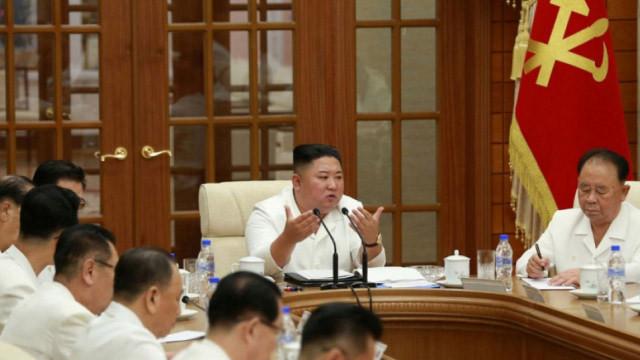 Komada olduğu iddia edilen Kim Jong-un ortaya çıktı