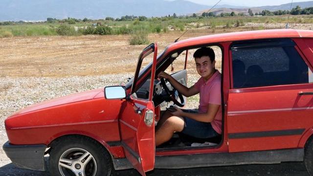 Üniversite öğrencisi 1999 model arabasına sesli komut özelliği ekledi