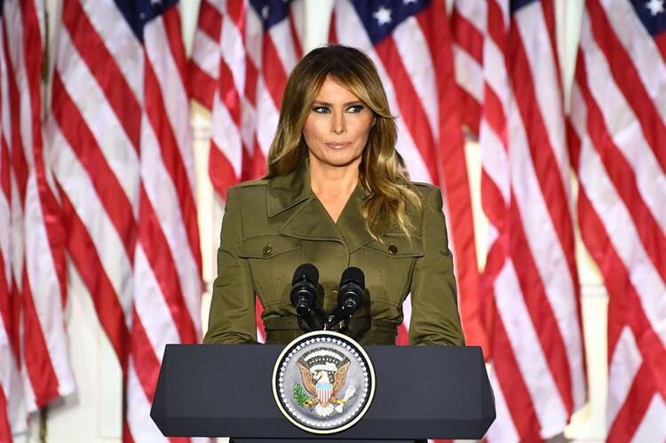 Trump yine başaramadı! Eşi Melania dudağından öptürmedi
