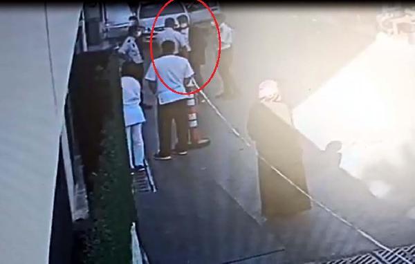 Hastanede eski eşini öldürmek isteyen adamı, güvenlik görevlileri yakalattı