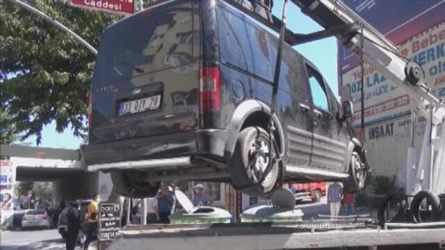 Aracının çekilmesini istemeyen sürücü bakın ne yaptı!