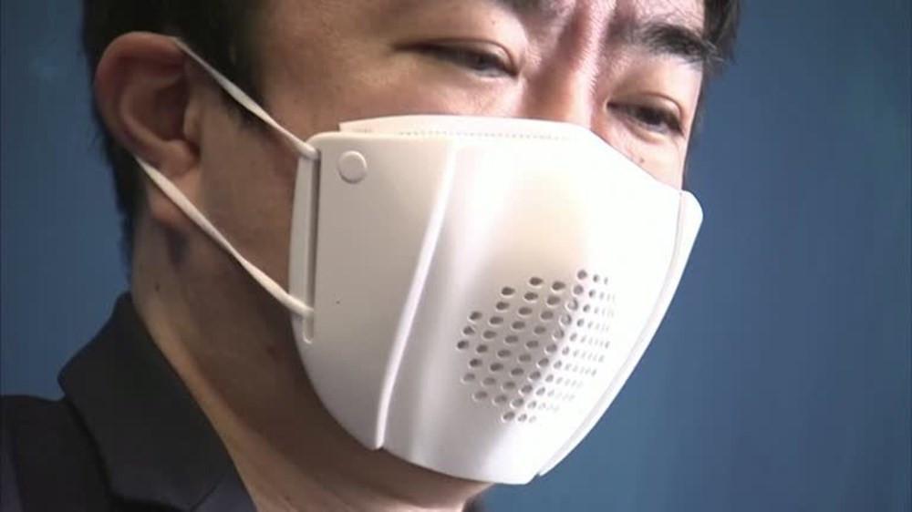 8 dilde çeviri yapabilen maske üretildi