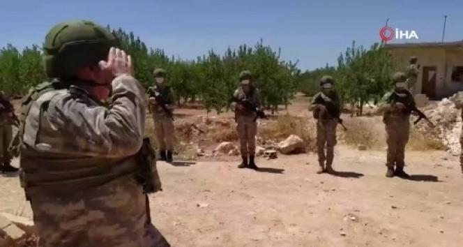 Mehmetçik İdlib'de böyle bayramlaştı