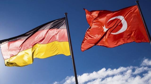 Almanya, Türkiye'ye seyahat uyarısını kısmen kaldırdı