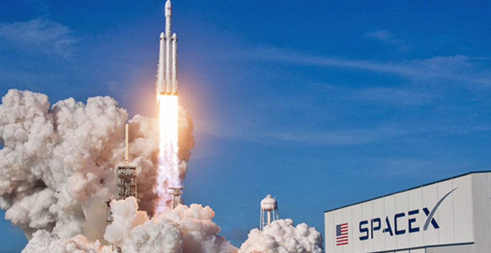 SpaceX'in roketi testi geçti