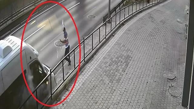 Bursa'da yol kenarında servis bekleyen işçi ölümden böyle kurtuldu!