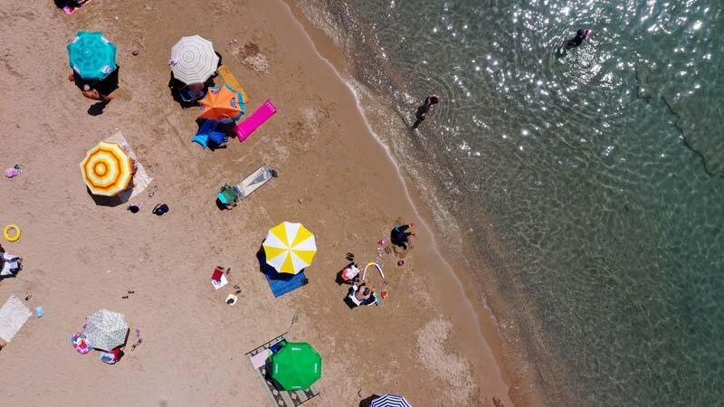 Didim sahillerinde turistlerin deniz keyfi!