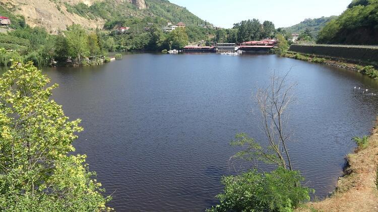 Siyah renge bürünen Sera Gölü can çekişiyor!