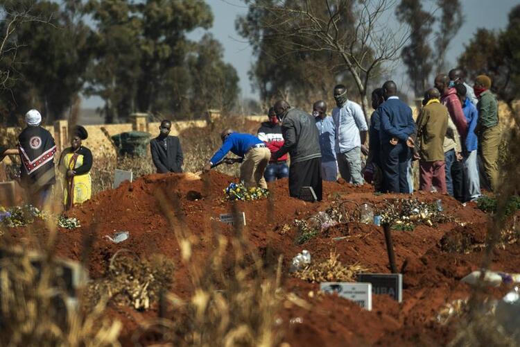 Tüyler ürperten görüntüler! Binlerce yeni mezar kazıldı