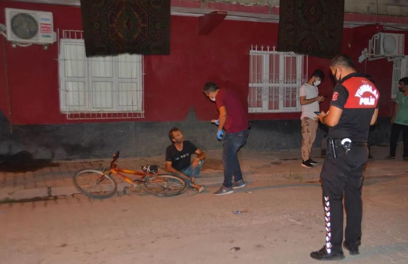 Tacizciyi mahallelinin elinden polis zor aldı