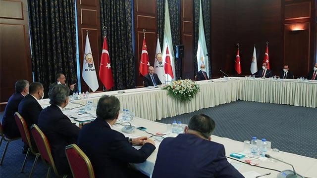 Erdoğan AK Parti'ye yeni katılan 31 belediye başkanı ile görüştü
