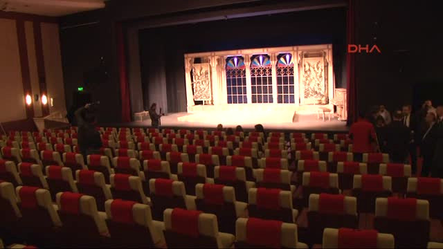 AVM'ler açıkken kapanan tiyatrolar için tiyatrocular destek istedi!