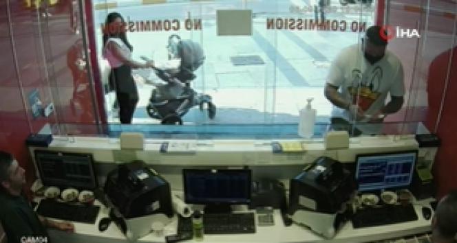 İstanbul'da şaşkına çeviren telefon hırsızlığı kamerada