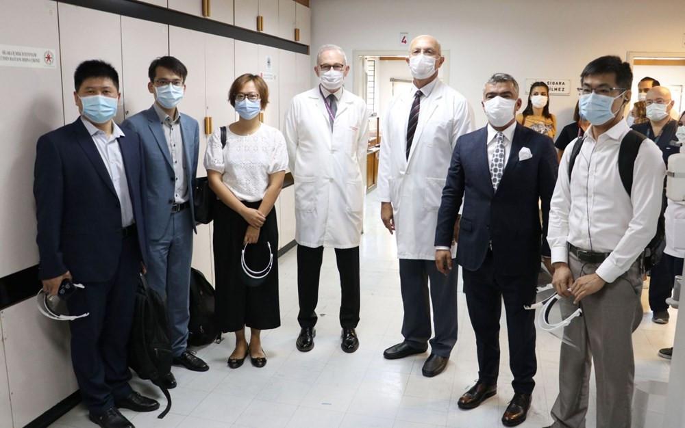 Türkiye'de ilk koronavirüs aşısında ilk gönüllü uygulaması yapıldı