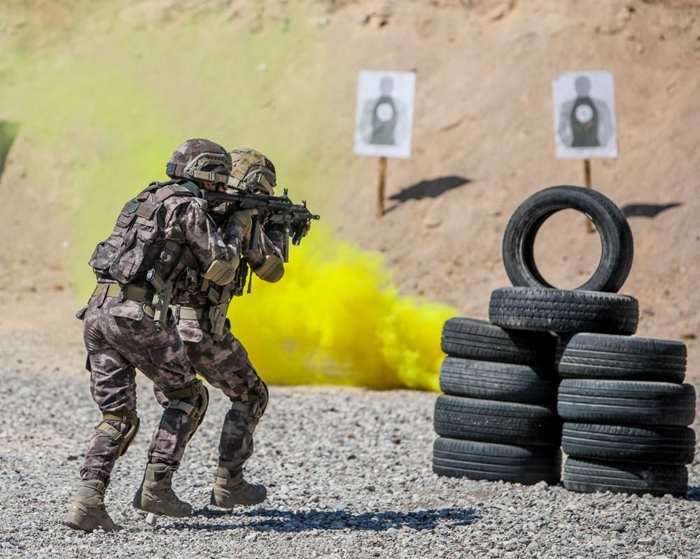 35 derece sıcakta zorlu eğitim! Yerli ve milli silahlar kullanıldı
