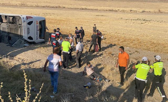 Yolcu otobüsü devrildi: Çok sayıda yaralı var