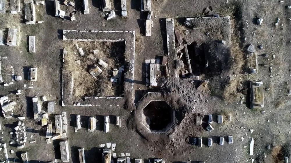 5 bin yıllık mezarda hazine talanı