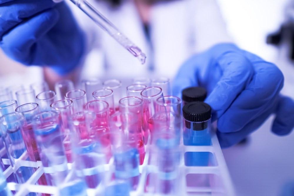 İngiliz bilim insanları açıkladı: Virüsü mutasyona uğrama hızı düştü