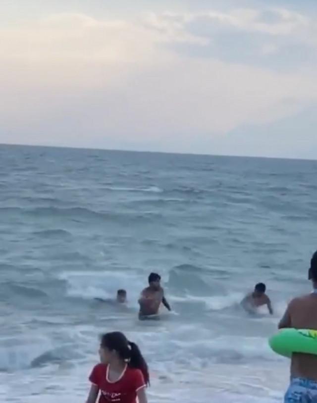 Sahilde büyük panik! Sahte cankurtaranların şakası korkuttu