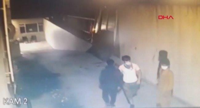 Afgan çetesi, girdikleri evde 3 kişiyi gasp etti!