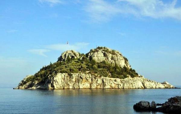 Ali Ağaoğlu Marmaris'teki adasını satışa çıkardı!