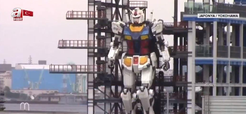 Bilim kurgu filmi değil! Japonya'nın dev robotu ilk adımı attı