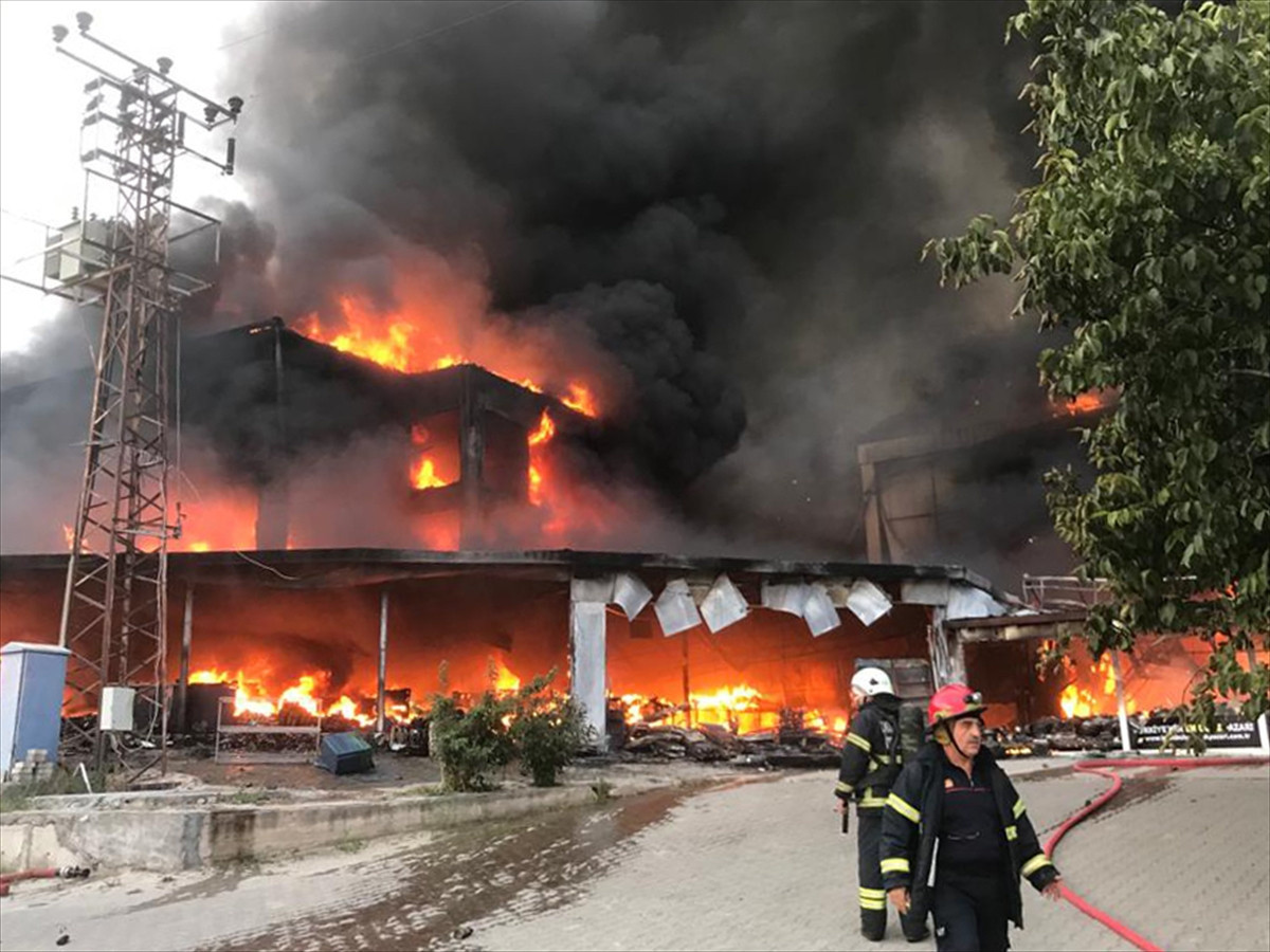 AVM'de yangın!