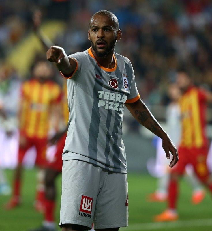 Galatasaray taraftarından flaş talep! Heykeli dikilsin
