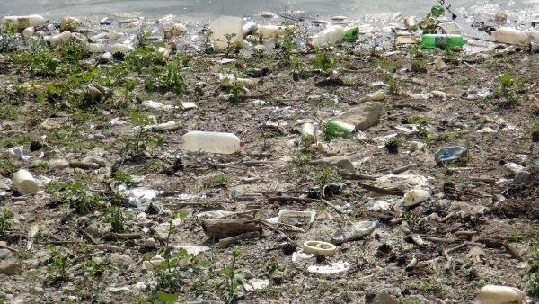 Yapraklı Baraj Gölü'nün çevresi çöplüğe döndü