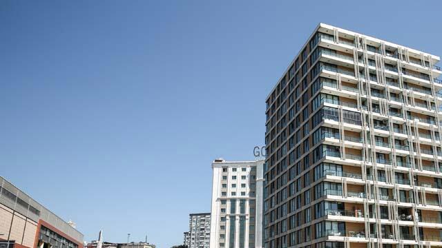 Feci ölüm! 15'inci kattan kafasına cam düşen kişi öldü