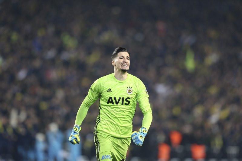 Altay Bayındır Fenerbahçe'den ayrılıyor
