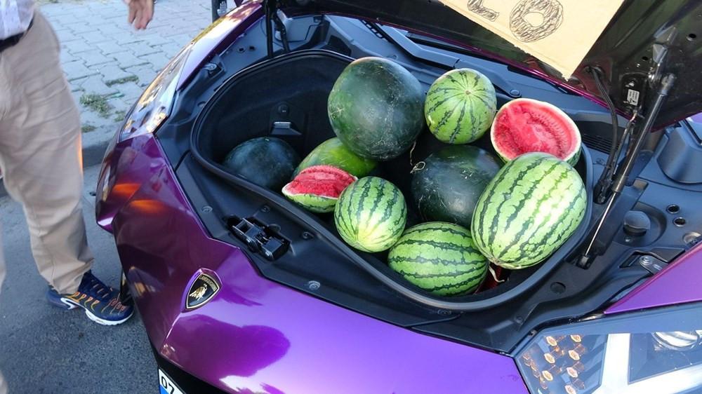 Lüks otomobilde karpuz satan sürücüye ceza yağdı