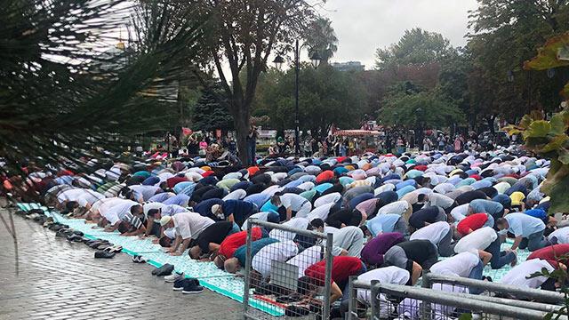 Ayasofya Camii'nde ''Cuma namazı'' yoğunluğu