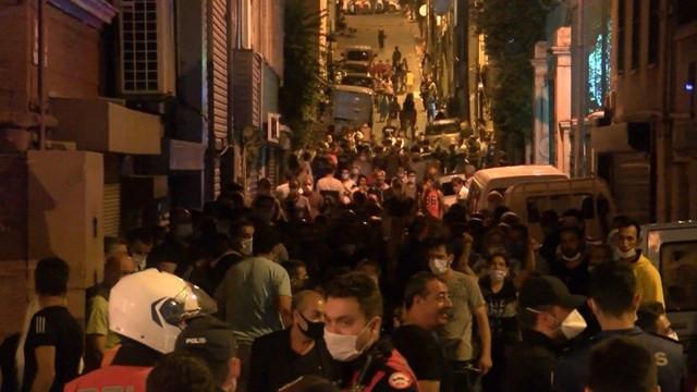 Pazarcılar yolu kapatıp eylem yaptı: Korona tedbirleri hiçe sayıldı