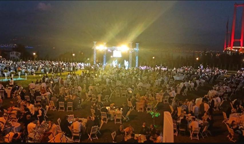 AK Partili ismin ''sosyal mesafesiz'' nikahı tepki çekti