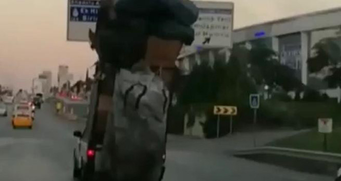İstanbul trafiğinde ''pes'' dedirten görüntü