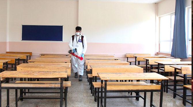 Bilim Kurulu Üyesi: ''Okullar sınırlı olarak açılabilir''