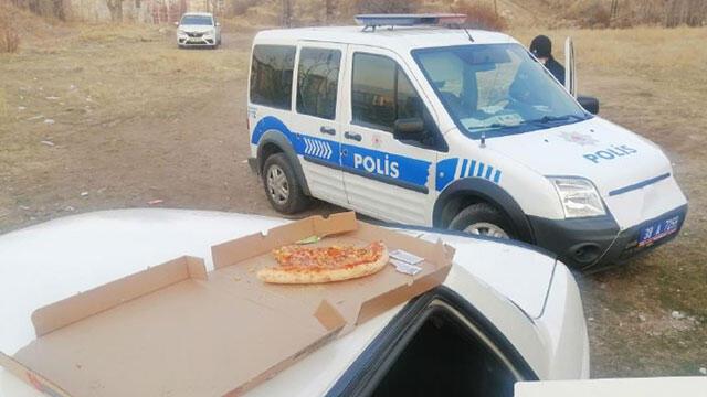 Çaldıkları arabada ''pizza'' keyfi kısa sürdü!
