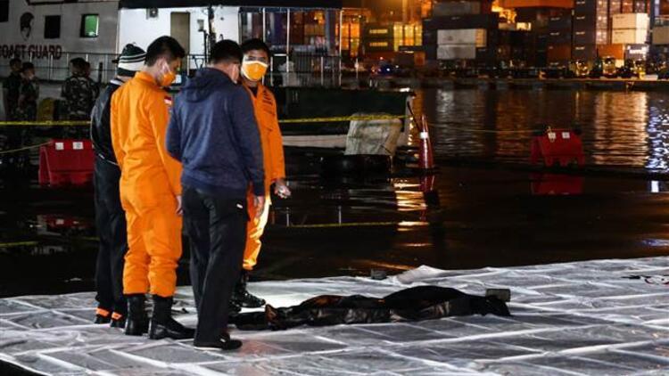 Denize düşen yolcu uçağından sinyal alındı