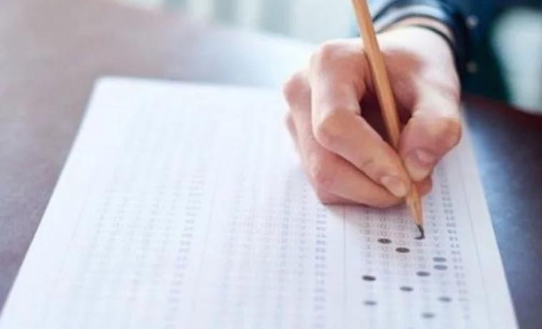 Ehliyet sınavında akılalmaz kopya düzeneği