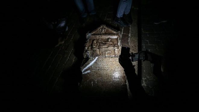 Balkondan inşaatı izlerken tarihi eser buldu