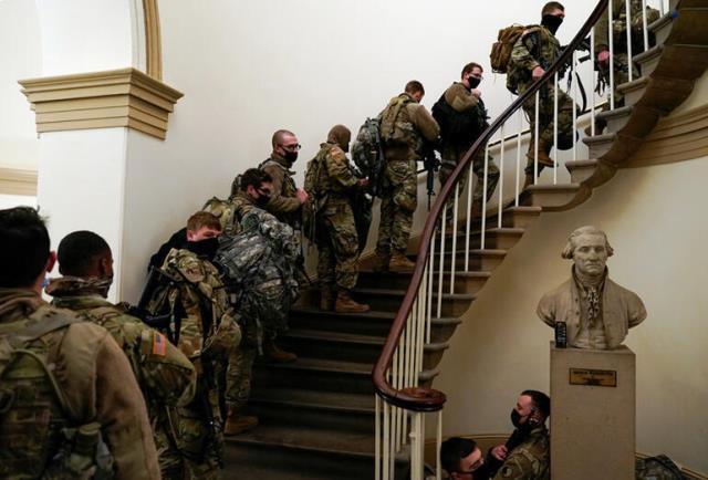 ABD diken üstünde! Binlerce asker kongre binasında nöbet tutuyor