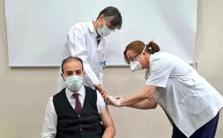 Eczacı milletvekilleri de ''sağlıkçı'' kontenjanından aşı oldu!