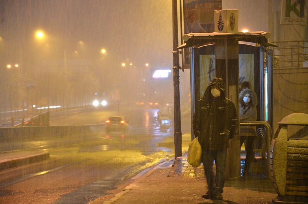 İstanbul güne karla başladı... İşte İstanbul'dan lapa lapa kar manzaraları!