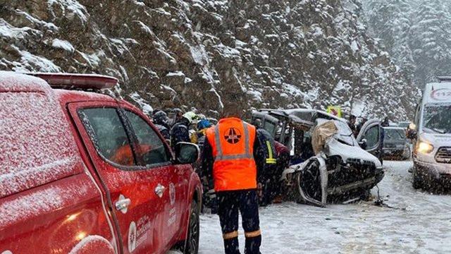 Antalya'da kayganlaşan yolda feci kaza: 2 ölü, 3'ü ağır, 5 yaralı