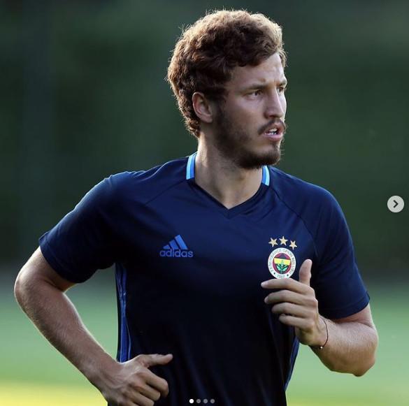 Salih Uçan  Galatasaray derken ters köşe yaptı - Resim: 3