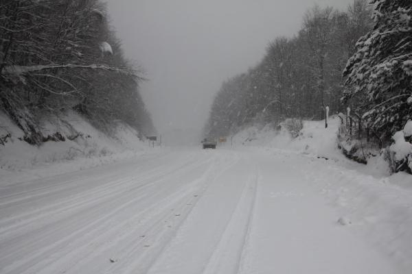 Domaniç'te kar yağışı ulaşımı aksattı - Resim: 1