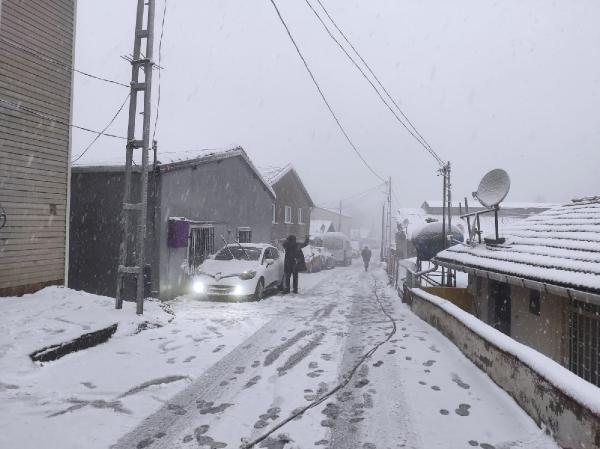 İstanbul beyaza büründü! İşte kentten kar manzaraları - Resim: 1
